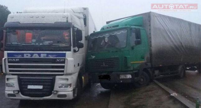 ВТатарстане спящий шофёр фургона попал вДТП