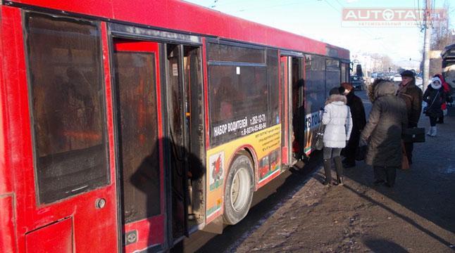 Женщина с4-летней дочкой выпали изавтобуса вКазани