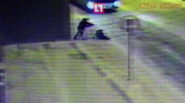 Навидео попало прелестное спасение ребенка из-под колес троллейбуса