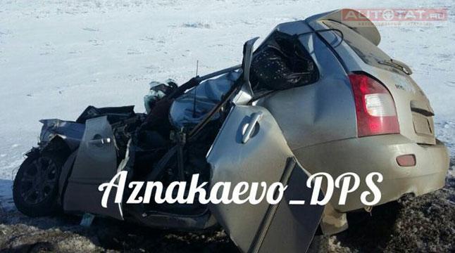 ВАзнакаевском районеРТ столкнулись фургон илегковушка, двое погибли