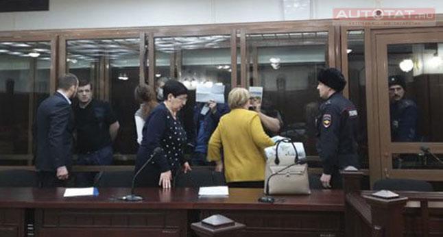 Один из похитителей девушки у ТЦ «Тандем» попросил у нее прощения