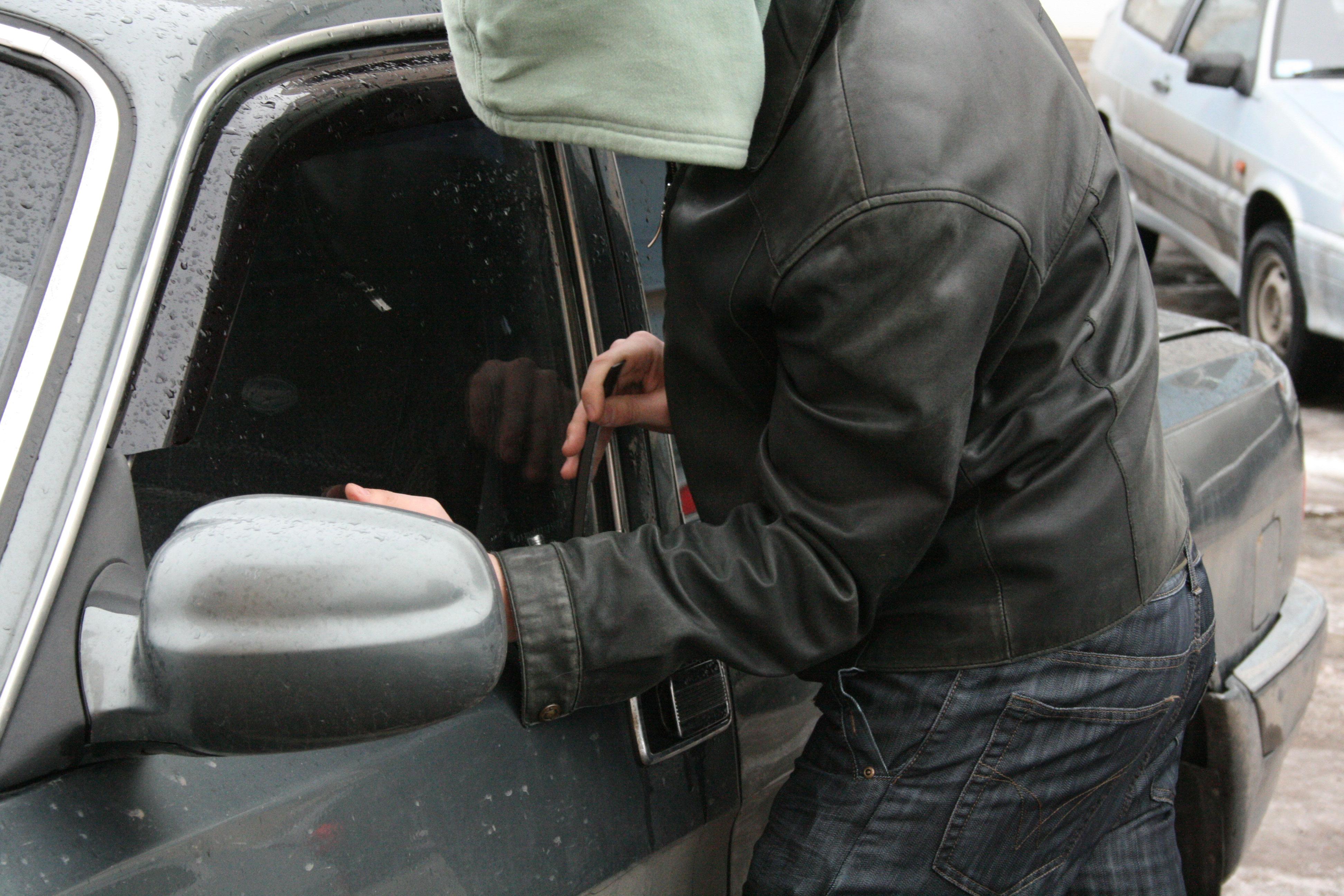 Полицейские краевой столицы раскрыли кражу из автомобиля